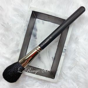 Mac 129 powder brush ( brand new )